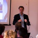 Nick Nijhuis presenteert tijdens een workshop