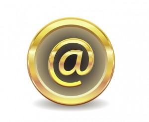 @-teken van e-mail nieuwsbrief in goud