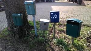 brievenbussen op een rij voor direct mailings en folders